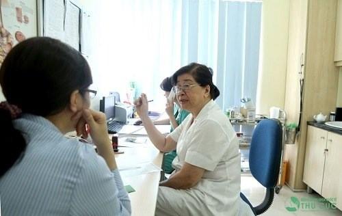 Thăm khám để được chẩn đoán mức độ tổn thương rách sụn chêm