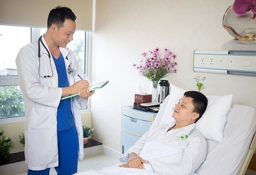 Với sự chăm sóc chu đáo của các bác sĩ và điều dưỡng viên tại Bệnh viện Thu Cúc, người bệnh sau phẫu thuật lấy sỏi bàng quang sẽ phục hồi nhanh chóng.