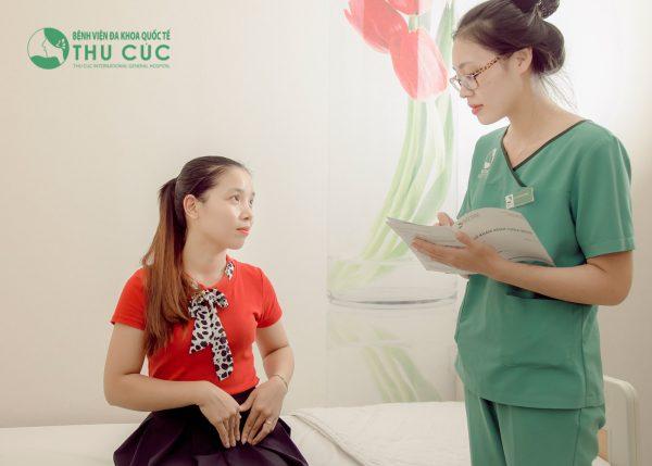 Khi có triệu chứng của bệnh u nang buồng trứng, chị em cần nhanh chóng tới bệnh viện để tiến hành thăm khám