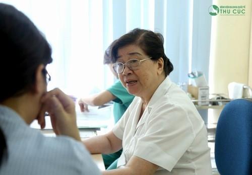 Thăm khám để được chẩn đoán chính xác nguyên nhân đau lưng dưới và điều trị hiệu quả