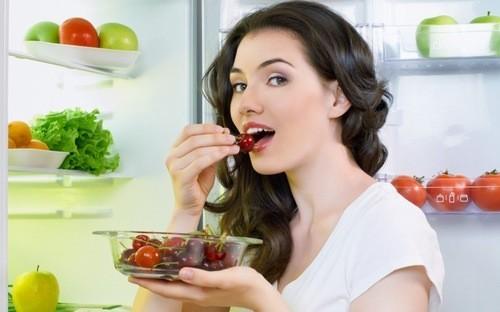 Người nóng gan nổi mụn cần có chế độ ăn uống phù hợp