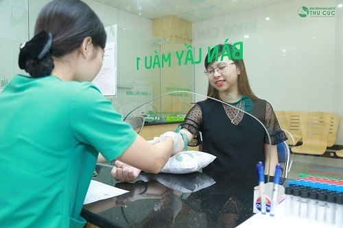 Mẹ bầu nên đi khám thai định kỳ theo chỉ định của bác sĩ.