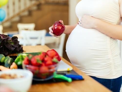Dinh dưỡng mẹ bầu lúc này cần đầy đủ, phong phú.