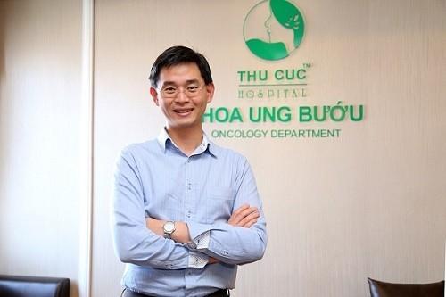 Bác sĩ chịu trách nhiệm điều trị chính bệnh ung thư tuyến tụy tại đây là TS.BS Zee Ying Kiat