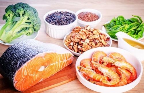Nên có chế độ ăn uống đầy đủ, bổ sung thêm các khoáng chất như magie, canxi,... cho cơ thể.