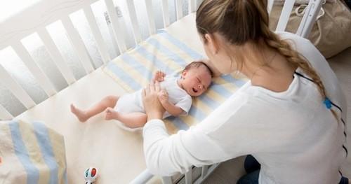Cho trẻ ngủ đúng tư thế ngay từ đầu