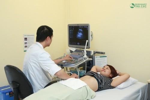 Muốn phát hiện thai ngoài tử cung hay không, bạn cần đi thăm khám siêu âm hình ảnh.