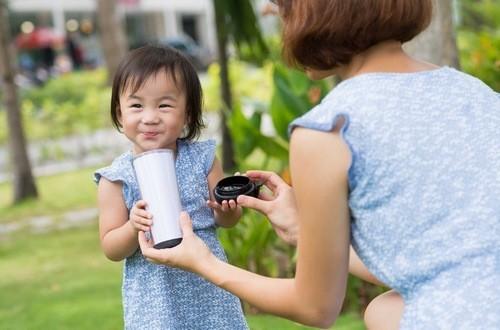 Nên bổ sung canxi cho trẻ vào bữa sáng để cơ thể trẻ hấp thụ tốt nhất