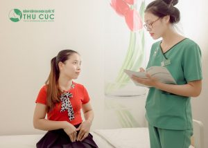Khi có dấu hiệu sa tử cung, chị em cần nhanh chóng tới bệnh viện để tiến hành thăm khám