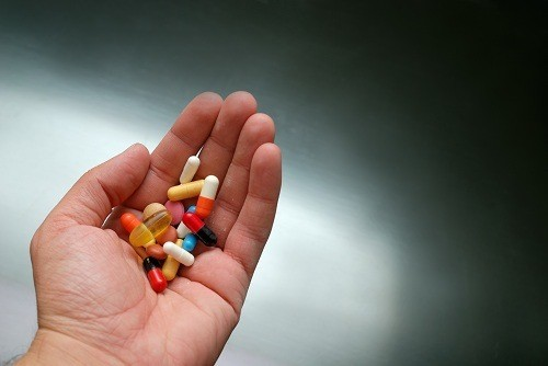 Người bệnh trào ngược dạ dày thực quản cần uống thuốc theo đúng chỉ định của bác sĩ