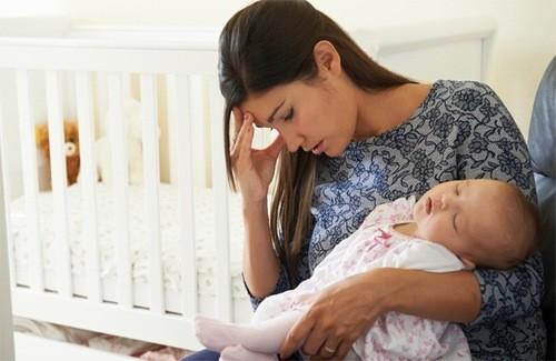 Một trong những tình trạng thường gặp sau sinh mổ là dính ruột.