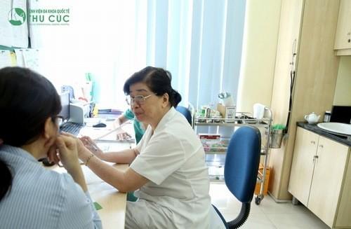 Thăm khám để được chẩn đoán chính xác bệnh viêm khớp cùng chậu và điều trị hiệu quả