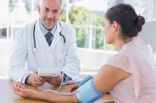 Khi được chẩn đoán nhiễm trùng huyết, bệnh nhân cần được bác sĩ chăm sóc đặc biệt