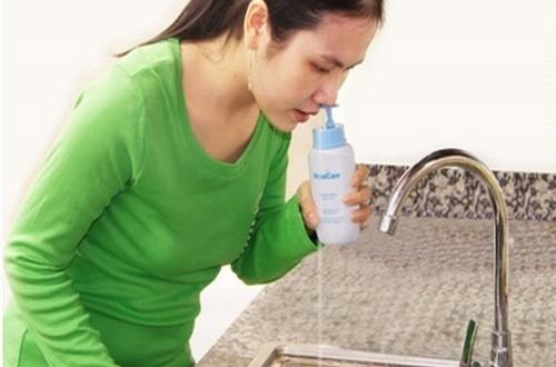 Rửa mũi xoang không đúng cách có thể dẫn đến nguy cơ bệnh xoang nặng thêm