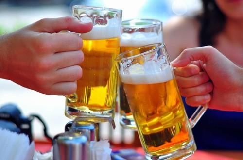 Kiểm soát lượng rượu vừa đủ cho vào cơ thể.
