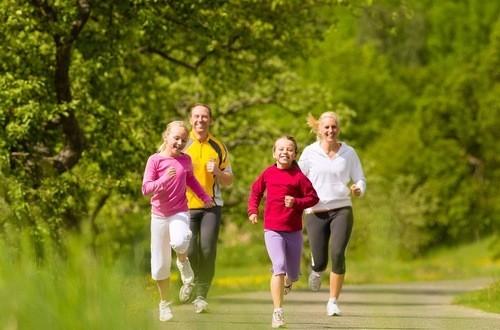 Tập luyện thể dục thể thao thường xuyên để giữ mức cholesterol ở mức an toàn