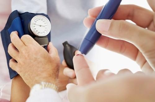 Người bệnh tiểu đường cần kiểm soát ăn uống dịp Tết