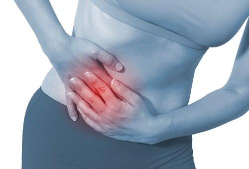 Đau bụng dữ dội, đặc biệt trong ngày hành kinh là một triệu chứng của bệnh.