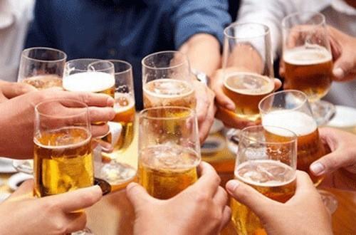 Các loại đồ uống có cồn và nước uống có ga khiến gan phải làm việc nhiều hơn.