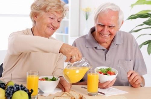 Ăn uống no, đầy đủ dưỡng chất giữ ấm cơ thể mùa đông