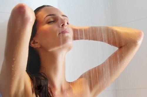 Không nên kiêng tắm sau khi sinh