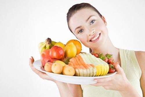 Bạn nữ nên tăng cường ăn uống đầy đủ.