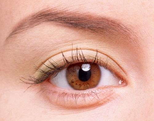 Sưng mí mắt có thể là dấu hiệu cảnh báo nhiều bệnh lý