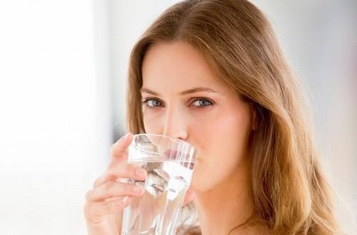 Uống nước nhiều tốt cho sức khỏe