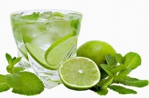 Nước chanh ngoài việc là một trong những thức uống giảm cân phổ biến