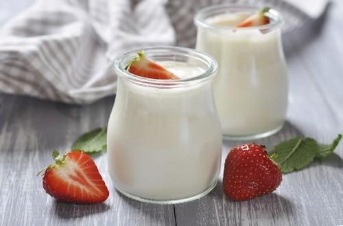 Sữa chua là đồ uống ưa thích phổ biến của nhiều bạn gái muốn giảm cân