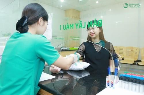 Xét nghiệm máu cần thiết trong việc theo dõi sức khỏe của mẹ và thai nhi
