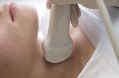 Thăm khám để được chẩn đoán hiệu quả khi đau một bên họng