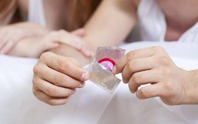Dùng bao cao su khi bị viêm lộ tuyến có an toàn không?