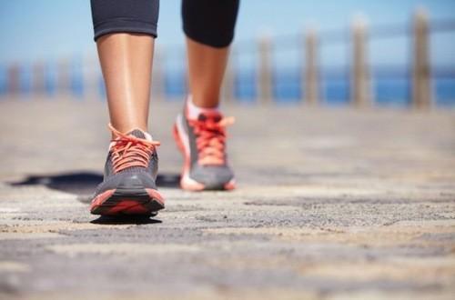 Người bệnh giãn tĩnh mạch nên đi bộ