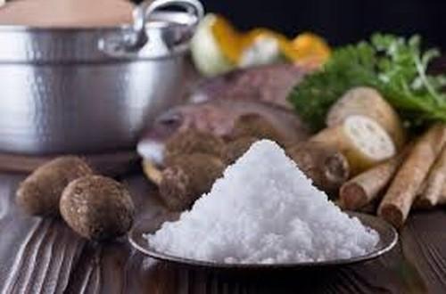 Chế độ ăn uống quá mặn cũng là nguyên nhân gây bệnh sỏi thận