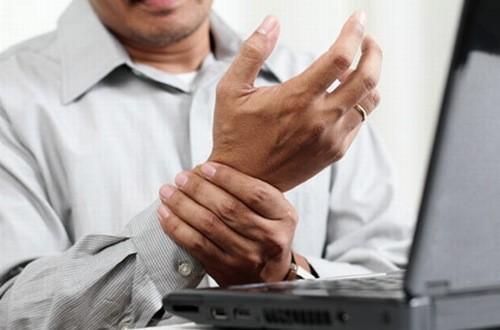 Yếu 1 cánh tay có thể là dấu hiệu cảnh báo đột quỵ