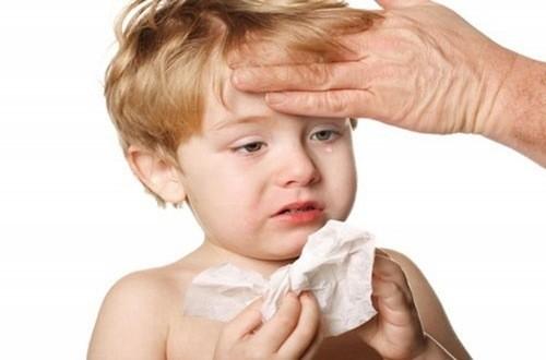 Cảm cúm là bệnh lý khá phổ biến ở trẻ chủ yếu là do sức đề kháng của trẻ yếu