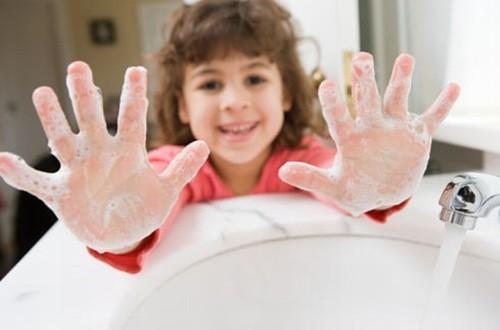 Vệ sinh cho trẻ đúng cách phòng ngừa nguy cơ cảm cúm