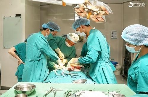 Khi có triệu chứng bệnh đau ruột thừa, người bệnh cần được mau chóng đưa đến bệnh viện để cấp cứu kịp thời
