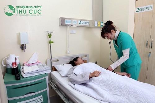 Sản phụ cần được tiến hành kiểm tra mạch, huyết áp, toàn trạng, phản ứng phụ... sau khi tiến hành.