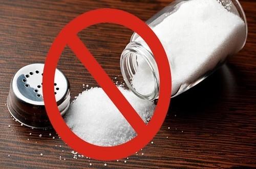 Người cao huyết áp cần hạn chế ăn muối