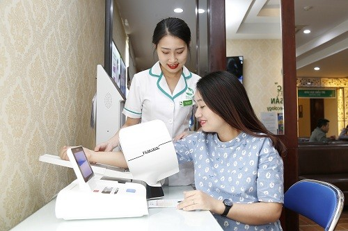 Sinh thường tại bệnh viện Thu Cúc, mẹ bầu được kiểm tra sức khỏe cẩn thận, nắm rõ tình hình trước khi sinh.