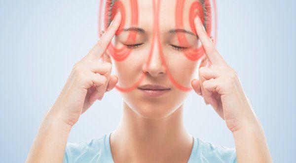 Bệnh rối loạn tiền đình gây nên trạng thái mất thăng bằng khi thay đổi tư thế làm cho người bị bệnh chóng mặt, đầu óc quay cuồng, mắt hoa, ù tai, buồn nôn