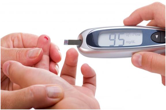 Theo dõi đường huyết thường xuyên ngừa nguy cơ bệnh tiến triển nghiêm trọng