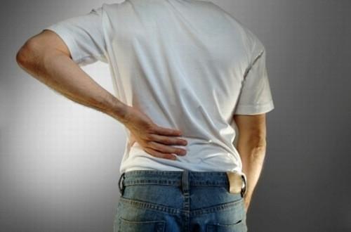 Tiểu ra máu có thể là triệu chứng bình thường sau tán sỏi niệu quản