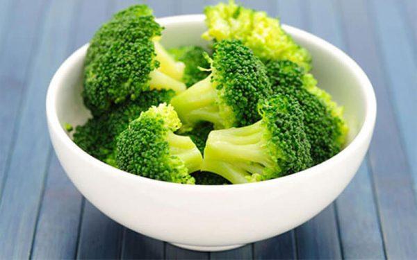 Các loại rau xanh đều rất tốt cho cơ thể con người, chúng bổ sung vitamin và các chất khoáng cần thiết. Hơn nữa, rau xanh còn chứa nhiều chất hỗ trợ đẩy lùi các bệnh liên quan đến nội tiết, tiêu hóa… Đặc biệt, súp lơ và cải xanh rất có lợi cho người mắc ung thư bàng quang.