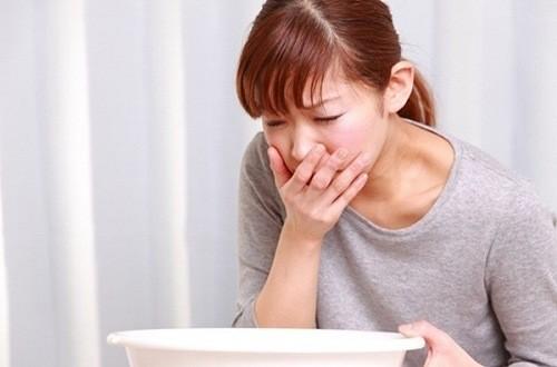 Nôn ra một ít máu có thể là dấu hiệu cảnh báo bệnh giãn tĩnh mạch thực quản