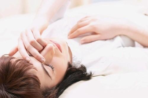 Không nên nằm ngay sau khi ăn tránh hiện tượng tim đập nhanh sau ăn