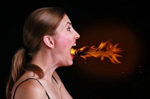 Ợ nóng chủ yếu do chế độ ăn uống không lành mạnh hoặc do bệnh lý đường tiêu hóa