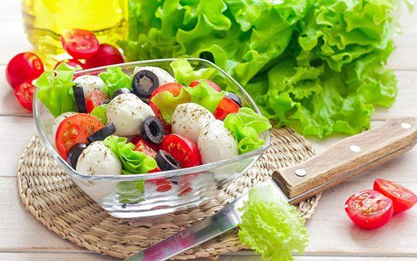 Chế độ dinh dưỡng cho bệnh nhân ung thư cần kết hợp đày đủ nhóm thực phẩm